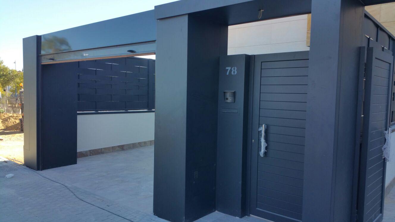 Sistema modular con cierres, puertas y columnas