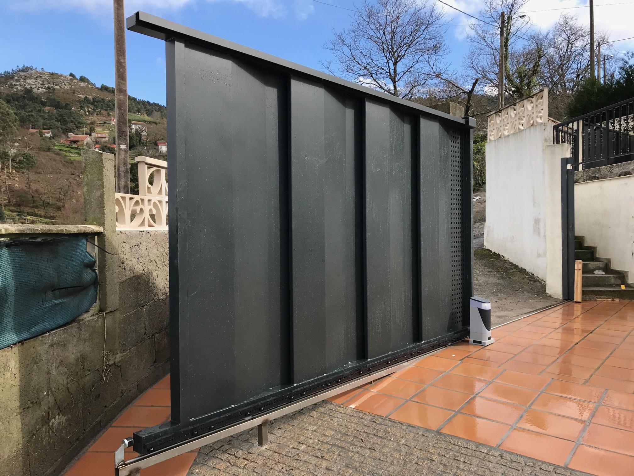 Portal ciego con ventilacion de diseño