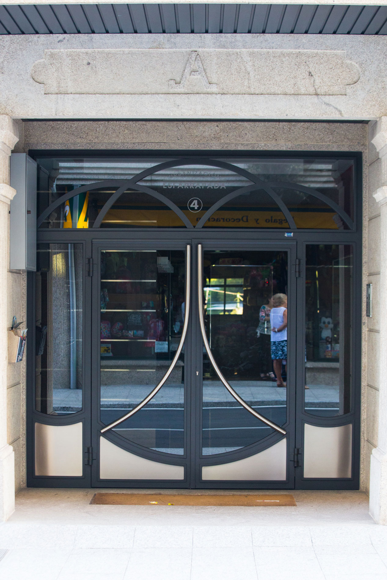 Puerta esfarrapada